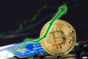 ビットコイン価格が急騰、一時4,900ドル超える