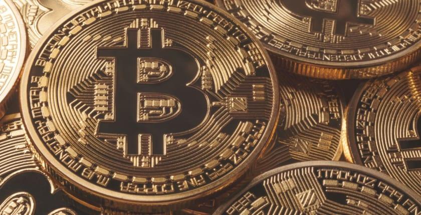 ビットコイン価格、1万ドル試すシグナル。8,300ドルの抵抗線突破し強気継続