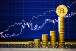 ビットコインは8,000ドル台で頭打ちか。リップルなどアルトコインは上昇続く:チャート分析