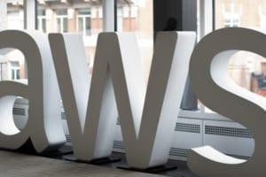英保険大手、AWS利用し年金商品にブロックチェーンシステムを導入