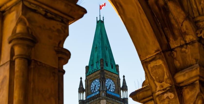 カナダ、仮想通貨取引所に厳しい規制──1万ドル以上の取引の申告義務付け