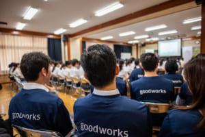 """東京都内の中学校で見たJPモルガンの新戦略──世界各地で""""地域投資""""を拡大する理由"""