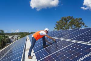 日立、東ガスなど参加、太陽光を売らずに収益化するプロジェクト──ブロックチェーンで発電量を記録