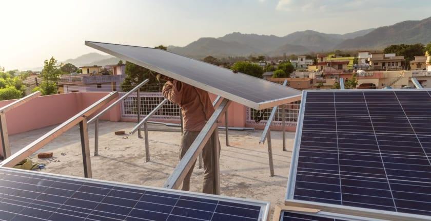 ブロックチェーンで太陽光エネルギーをP2P取引:パワーレジャーとインド政府が実験