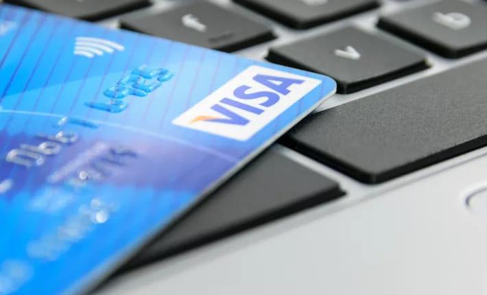 仮想通貨を法定通貨に替えるビザカード——デジタル資産で支払いを可能に