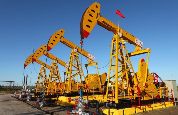 原油戦争が勃発するなか、エネルギー専門家がビットコインに注目する理由
