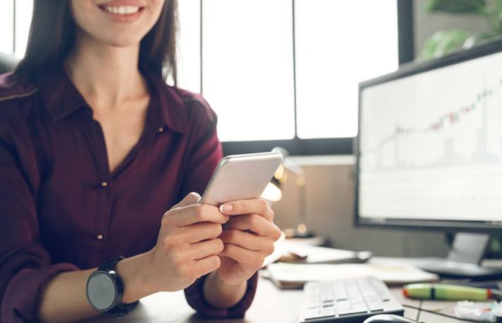 SBI・楽天証券利用者の8割「満足・ほぼ満足」、証券会社選びのポイントは「信頼度と手数料」──マイボイスコム調査