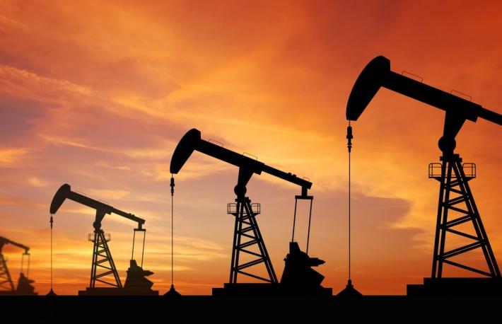 石油市場がビットコイン「安全資産」議論について語ること