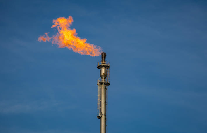 油田でビットコインマイニング、廃棄ガスを活用──原油価格急落がリスクに