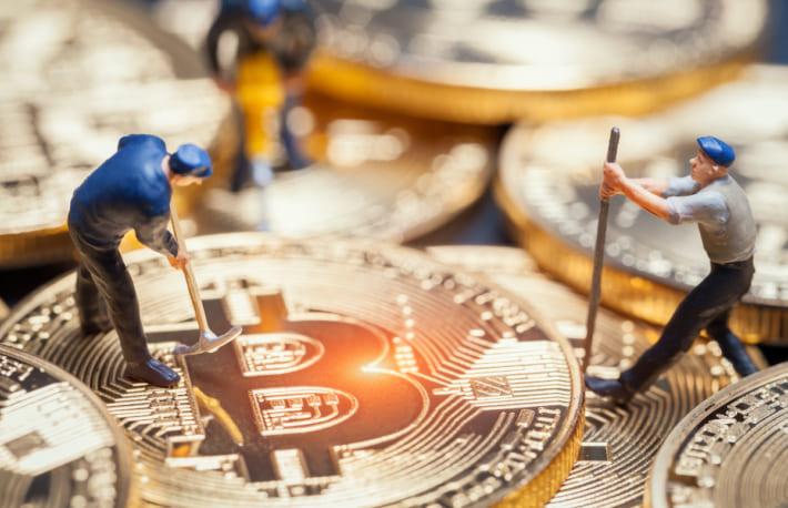 マイナーのビットコイン売却、一転して急増──弱気のサインか