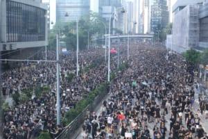 香港でステーブルコインの利用が急増──国家安全維持法で資産とプライバシー死守に動く市民