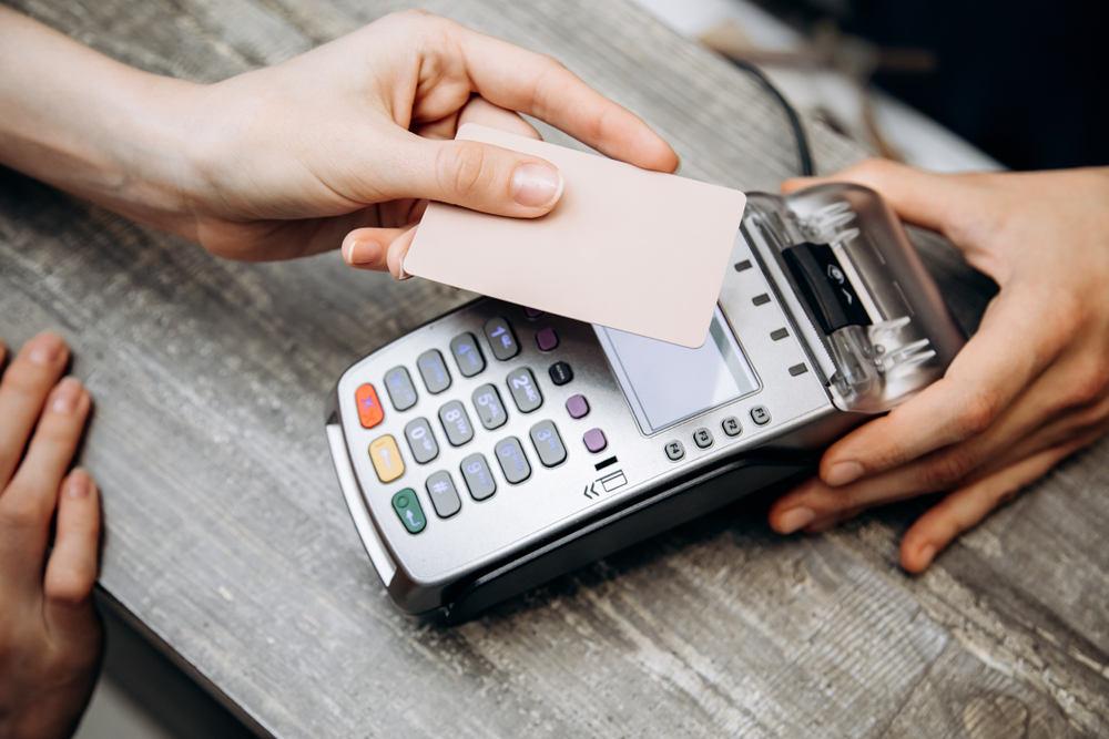 野村総研が提言「キャッシュレス比率引き上げには中小加盟店の負担減を」──キャッシュレス推進検討会が議論の報告書