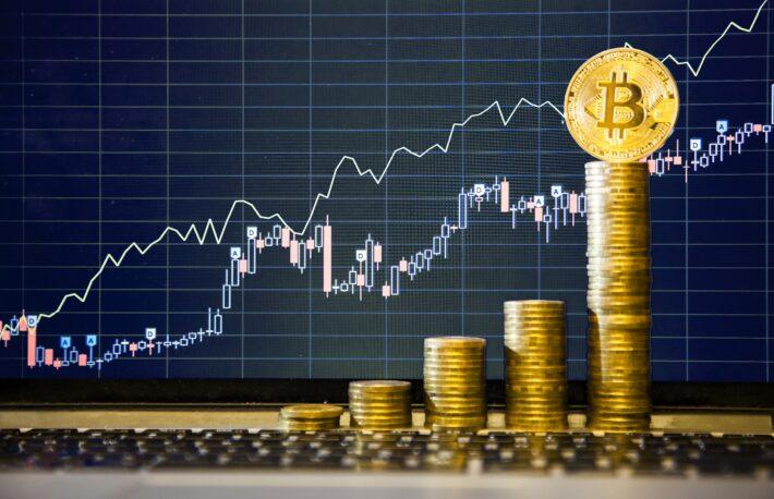 ビットコインの買い持ち意欲、強まる──取引所の保有額が21カ月ぶりの低水準