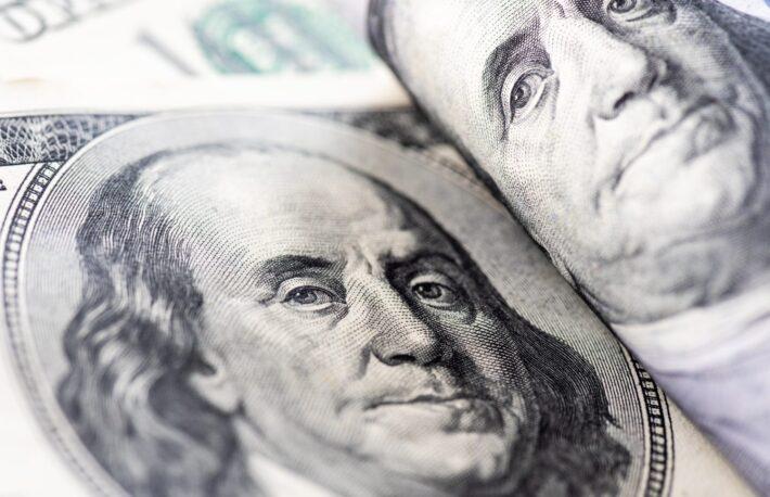 FOMC議事要旨でドルが反発、ビットコインは方向性探る