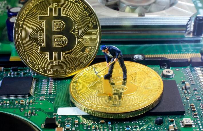 マイナーのビットコイン保有高、2年ぶりの高水準に