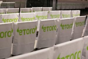 DeFiがベーシックインカムと金融包摂に挑む──eToroがユニークな取り組み