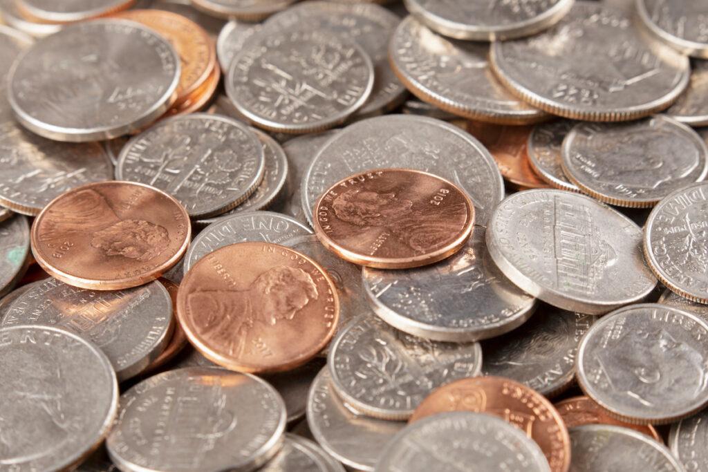 """レジから硬貨はなぜ消えた──""""ペニー""""、""""ダイム""""が滞るアメリカの現金流通"""