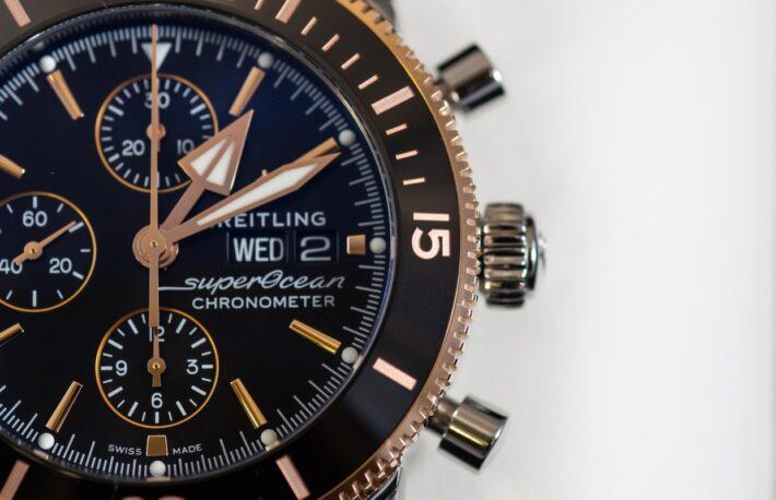 ジェームズ・ボンドがつけた腕時計の値段は──ブライトリングがブロックチェーンを使う理由