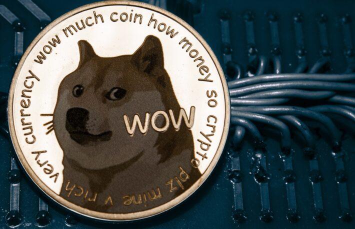 ドージコインが急騰、取引コミュニティの人気ツイッターが引き金に