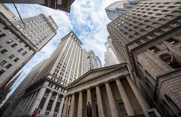 ビットコイン、初の5万ドルを突破──米企業が価格上昇をけん引か