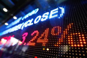 コインベース、上場初日は初値から14%下落──時価総額は一時、11兆円超