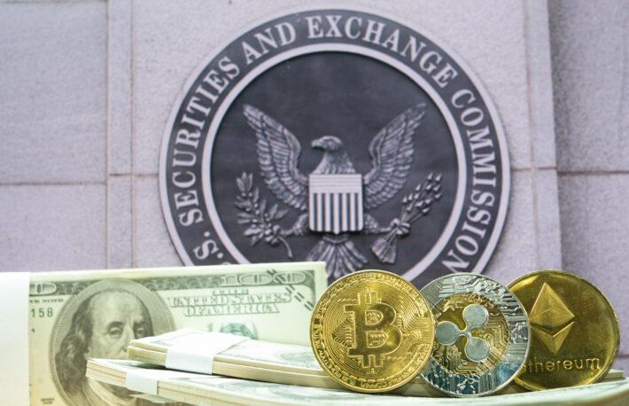 ビットコインの新たな規制に備えるべき:元SEC委員長