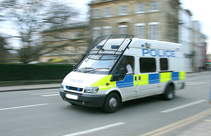 英警察が大麻工場を摘発、発見した予想外のものとは?