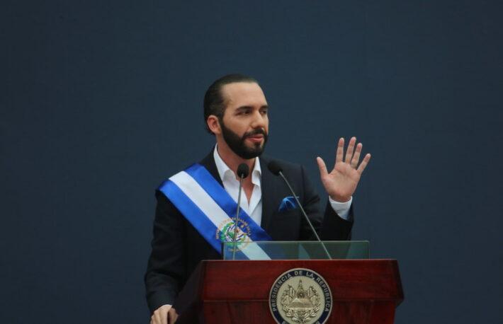 エルサルバドル、法定通貨化の前日に200ビットコイン購入