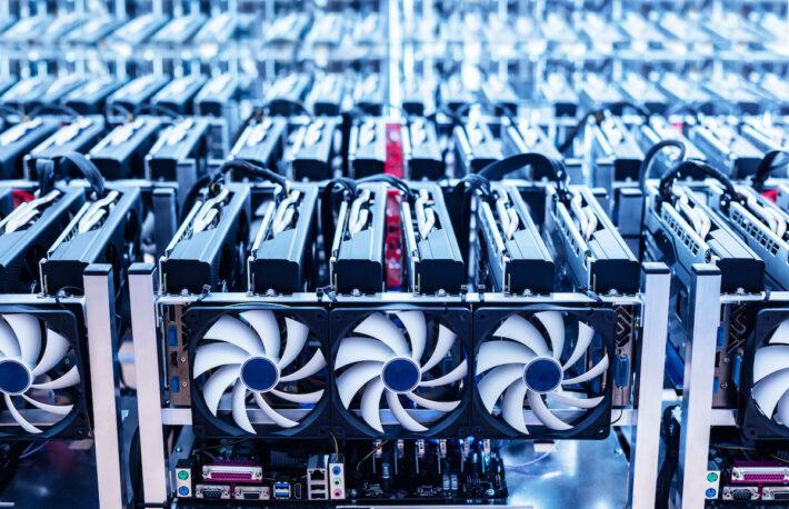 テキサス州のマイニング施設用に2万台のマシン購入──中国の規制で活発化する北米のマイニング投資